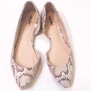 Mossimo Snake Skin Pointed Flats, Size 6